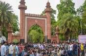एएमयू में छात्रों का धरना जारी, छात्र संघ अध्यक्ष ने केंद्र सरकार को खून से लिखा पत्र