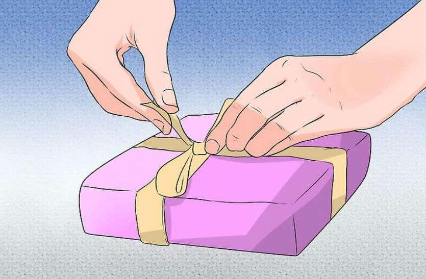 वेलेंटाइन डे पर गर्लफ्रेंड को महंगा गिफ्ट देने के लिए युवक ने किया कुछ ऐसा कि पड़ गए लेने के देने...जानिए क्या है पूरा मामला!