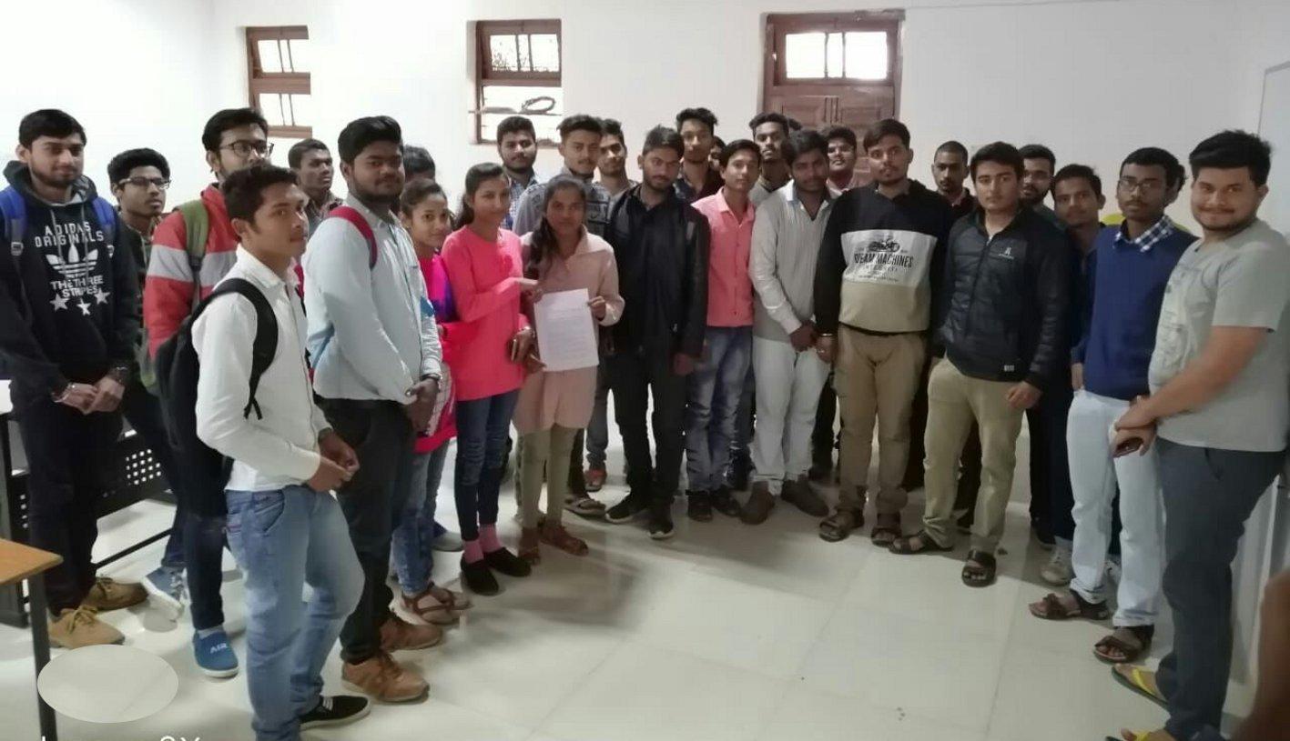 इंजीनीयरिंग कॉलेज के छात्रों ने प्राचार्य को दिया सात दिनों का अल्टीमेटम