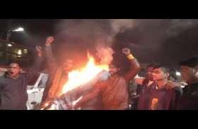 Pulvama attack: यहां फूंक दिया गया पाकिस्तान का पुतला, मोदी सरकार से कर डाली ये मांग