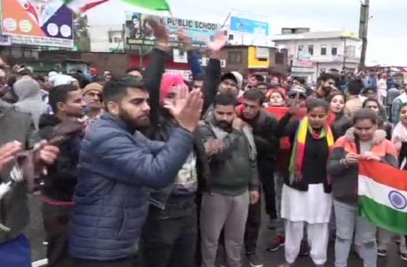 पुलवामा अटैक: कठुआ में स्थानीय लोगों ने पाकिस्तान के खिलाफ किया विरोध प्रदर्शन