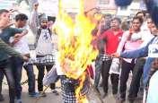 पुलवामा हमले के बाद यहां कई संगठनों ने किया पाकिस्तान के खिलाफ विरोध प्रदर्शन, जलाया पुतला