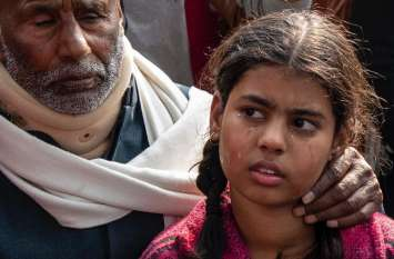 शहीद की इस बेटी के लिए अखिलेश ने कहा- इस बच्ची के भविष्य के लिए जो कुछ भी कर सकेंगे करेंगे