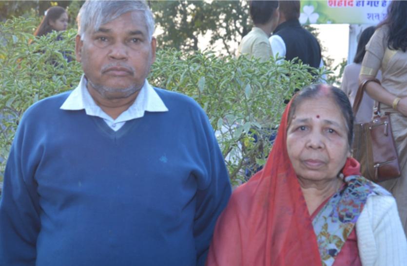 शहीद पारालिया के पिता का दर्द: सम्मान तो छोडि़ए बेटे की पूरी पेंशन तक नहीं दे रही सरकार, पढि़ए, दोहरे रवैये की कहानी...