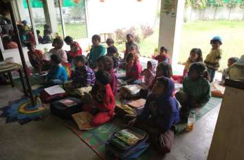 लखनऊ के नन्हे बच्चों ने दिया प्यार का संदेश देखें तस्वीरें