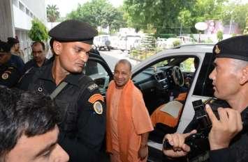 अयोध्या मामले पर न्यायालय जनाकांक्षाओं का सम्मान करें-योगी