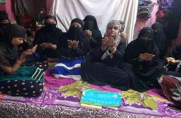 बनारस की मुस्लिम महिलाओं, बच्चियों ने पुलवामा में शहीद जवानों की दी श्रद्धांजलि