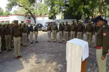 पुलवामा में आतंकी हमले में शहीद जवानों को यूपी पुलिस ने दी श्रद्धांजलि - देखें तस्वीरें