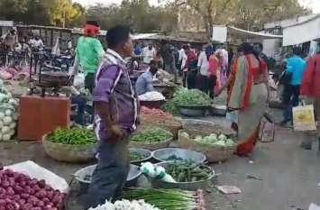लागत से कम पर सब्जियां बेचने को मजबूर हैं किसान, दलाल कमा रहे उनकी मेहनत का मुनाफा
