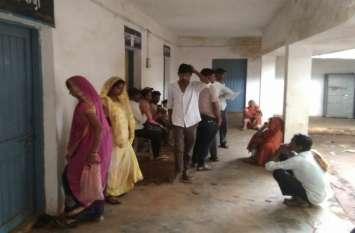 सालभर से बंद आधार पंजीयन केंद्र, ग्रामीणों ने कहा सरकारी अफसरों ने मूंदी आंख
