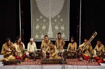 57 भाषाओं में सुनाई जाती है गीत रामायण, 8 दिन में तैयार होता था एक गीत