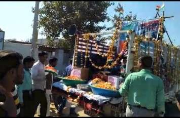 Plwama Attack : भारत माता की जय .............वीर जवानों की शहादत पर  निकाला कैंडल मार्च