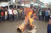 आक्रोश : आजमगढ़ में बंद रही दुकानें, जगह-जगह फूंके गए पाकिस्तान के पुतले
