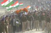 शहीद जवान के अंतिम संस्कार में हाथ में तिरंगा लेकर उमड़ी इतनी भीड़, लोगों ने कहा पहले नहीं देखा ऐसा नजारा