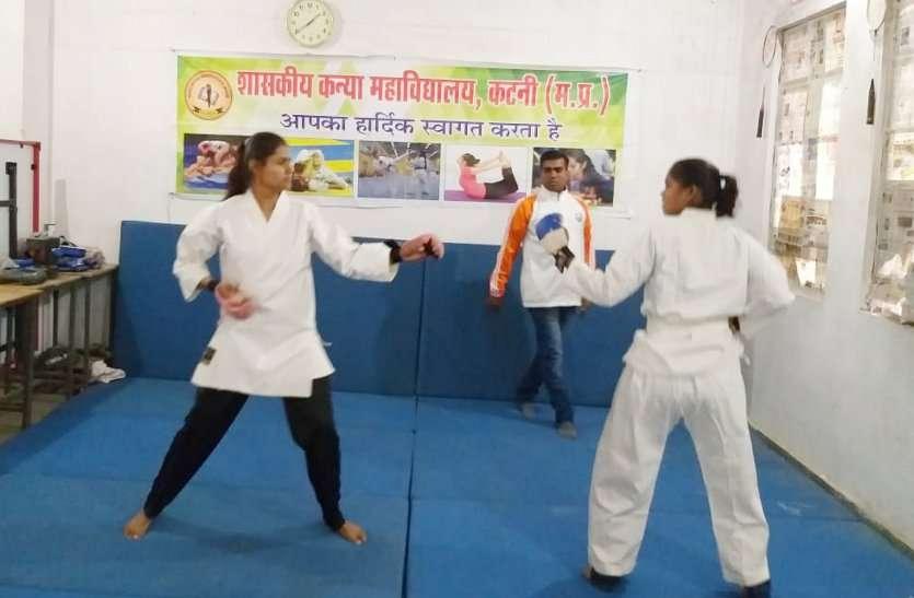 कुश्ती में आजमाए दावपेंच, कराटे में दिया आत्मरक्षा का मैसेज