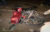 डम्फर ने बाइक सवार को कुचला, तीनों की मौके पर मौत,देखे वीडियो