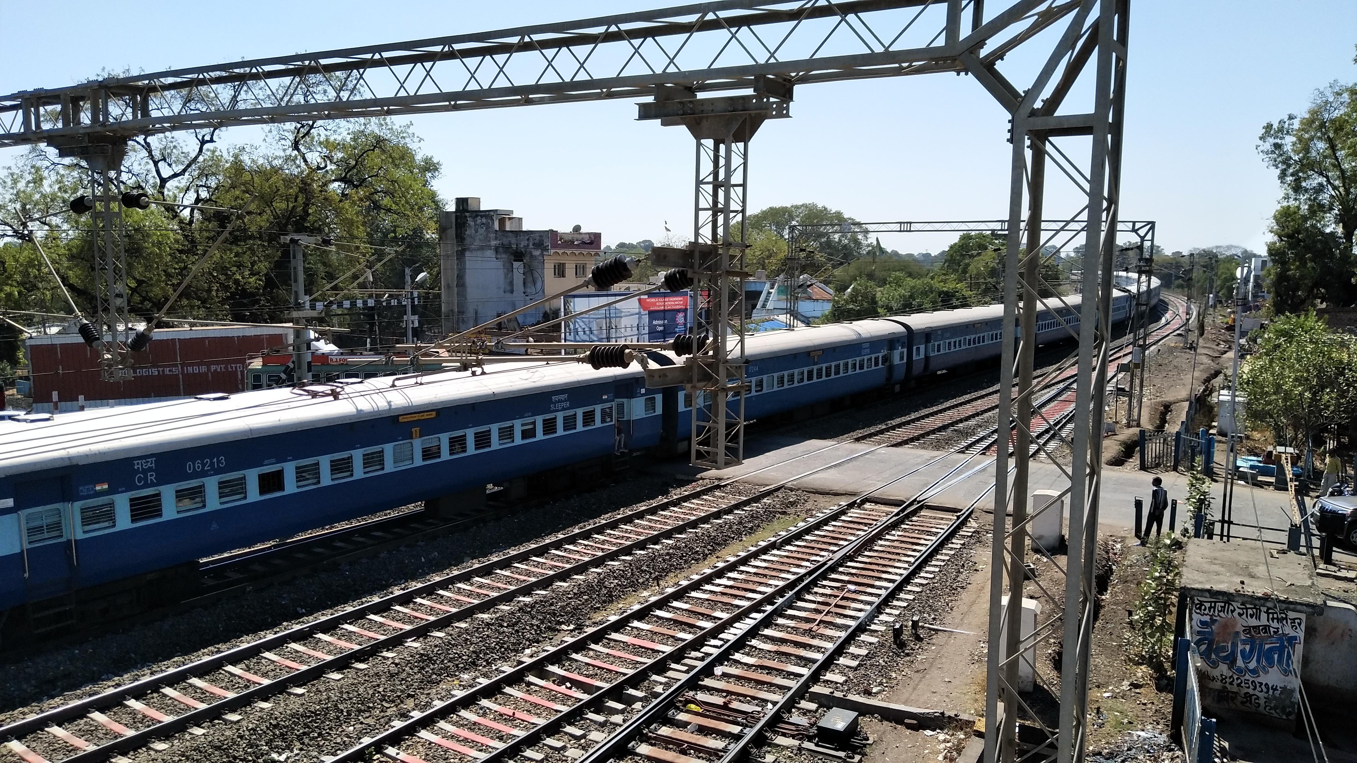 रेलवे बजट में पास किए रेलवे ओवरब्रिज, तीन साल में भी काम शुरू नहीं हुए