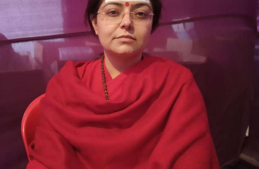 लाडली बेटी ने लिया संन्यास लेने का निर्णय तो कांप गया मां का कलेजा
