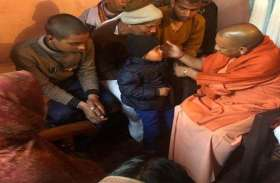 शहीद पंकज त्रिपाठी के परिजनों से मिले सीएम योगी, कहा आतंकियों को खोज निकालेगी सरकार
