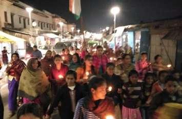 पाकिस्तान के खिलाफ महिलाओं ने भी खोला मोर्चा अयोध्या में बड़ा प्रदर्शन