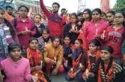 महाविद्यालय की छात्राओं ने कैंडल मार्च निकालकर शहीदों को दी श्रद्धांजलि