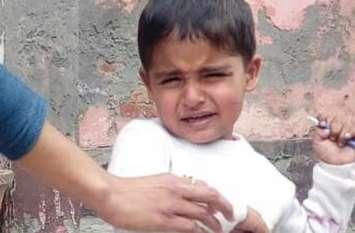 Pulwama Encounter: शहीद अजय के ढाई साल के बेटे आरव को अब बाबा का सहारा, बेटे की शहादत पर पिता ने कही ये बड़ी बात