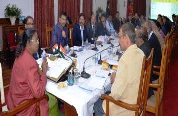 राज्यपाल ने विवि के शैक्षणिक सत्र को नियमित करने का दिया निर्देश