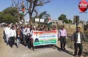 VIDEO : मुस्लिम समुदाय ने शहीदों की शहादत को किया नमन, फिर पाकिस्तान मुर्दाबाद की तख्तियां लेकर निकाली रैली