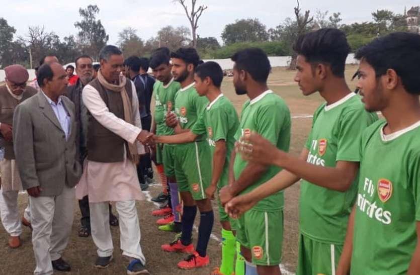 अंतर्राज्यीय फुटबाल प्रतियोगिता के रोमांचक मुकाबले में महू ने दी रीवा को मात, छतरपुर पर भारी पड़ी जबलपुर की चुनौती, 5-0 से गंवाया मैच