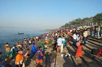 त्रिवेणी संगम में हजारों श्रद्धालुओं ने किया पूर्णिम स्नान। भगवान शिवरीनारायण के दर्शन कर मेले का लिया आनंद।