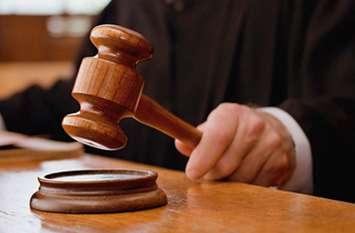 पुलिस कर्मी पर भ्रष्टाचार के आरोप में मुकदमा दर्ज, जेल कर्मियों ने कराए बंदियों से शौचालय साफ