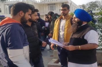 सवा सौ कश्मीरी छात्रों को पुलिस संरक्षण में जम्मू भेजा