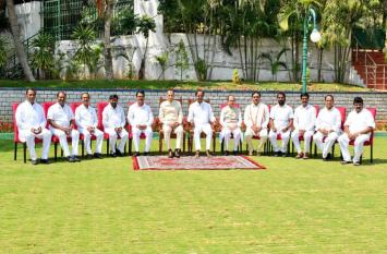 मुख्यमंत्री केसीआर ने मुहूर्त देख किया तेलंगाना मंत्रिमंडल का पहला विस्तार