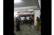 10 रुपए में बिक रही थी शॉपिंग मॉल में साड़ियां, VIDEO में देखें महिलाओं ने कैसे किया हंगामा