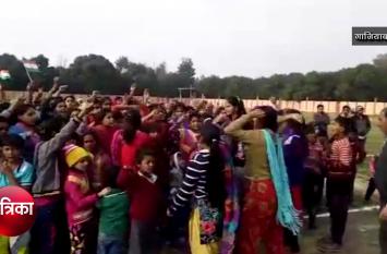 Big Breaking: ढाई साल के बेटे ने दी शहीद को मुखाग्नि, लड़कियों व महिलाओं ने सरकार को दी यह चेतावनी- देखें वीडियो