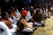 Video: शहीद की अंतिम यात्रा में पहुंचे केंद्रीय मंत्री व भाजपा नेताओं को गुस्साए लोगों ने भेजा बाहर, वजह जान रह जाएंगे दंग