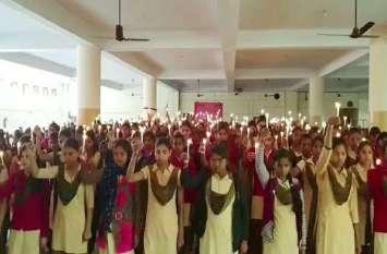 बालाजी ट्रस्ट ने दी शहीदों के परिवारों को 10 लाख की सहायता