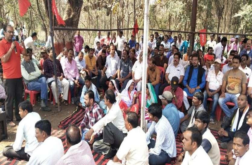 बीएसपी खदान से निकलकर मजदूरों ने सड़क पर दहाड़ा