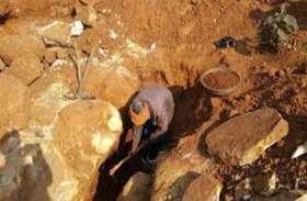 मासूम बेटे को साथ लेकर पत्थर के अवैध खदान में गया था पिता, चट्टान के नीचे दबकर दोनों की दर्दनाक मौत