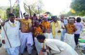 देवी देवताओं का शौर्य प्रदर्शन आशीर्वाद लेने पहुंचे हजारों श्रद्धालु, लगाई आस्था की डुबकी