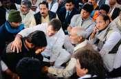 शहीद के परिजनों से मिलकर भावुक हुए राहुल गांधी, बोले- मैं इस दर्द को समझता हूं, मैंने भी पिता को खोया है
