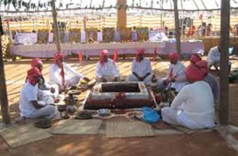 इस चमत्कारिक मंदिर में प्रेत बाधाओं के असाध्य रोगी आते हैं और खुशी से झूमते हुये जाते हैं, इस तरह लगाते हैं अर्जी