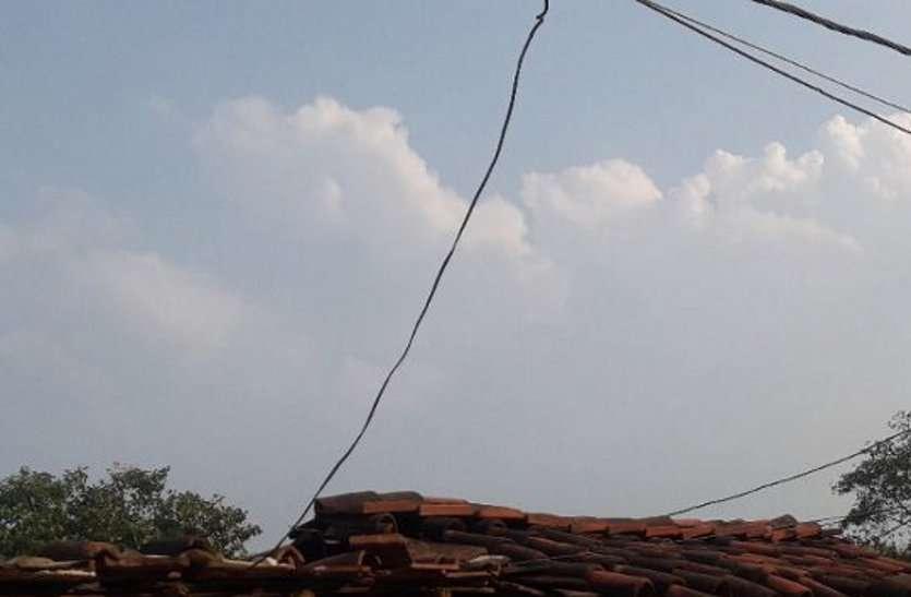 320 रुपए में घर पहुंच रही 'जुगाड़ की रोशनी'