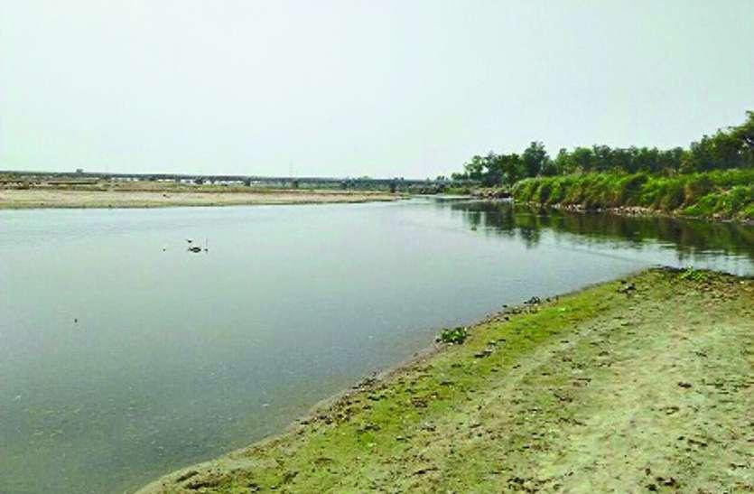 पानी पर सियासत, ग्रामीणों ने मांगा पानी पर हक, कांग्रेस बोली, राजनीति कर रही भाजपा...