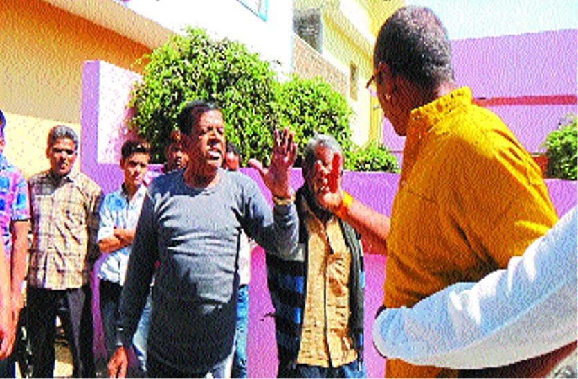 इस मामले को लेकर कांग्रेस नेता व भाजपा पार्षद के बीच तीखी नोक-झोंक, थाने पहुंचा मामला