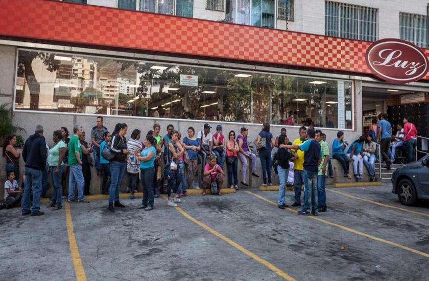 Queue in Venezuela for condom