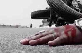 ट्रक की टक्कर से बाइक सवार दो दोस्तों की दर्दनाक मौत