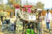 माओवादी प्रभावित गांंव में दिव्यांगों को BSF ने बांटे व्हीलचेयर