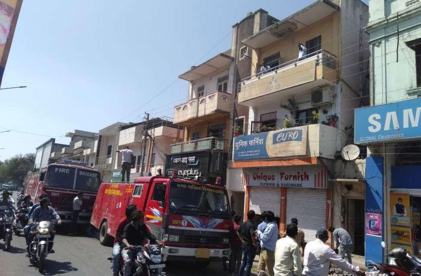 VIDEO NEWS: एसी ने फर्नीचर की दुकान में लगा दी आग