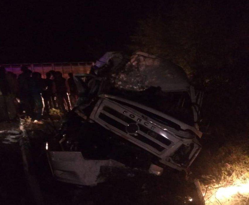 Videoअस्थियां विसर्जित करने जा रहे परिवार के 14 सदस्य बस-ट्रक की टक्कर में घायल
